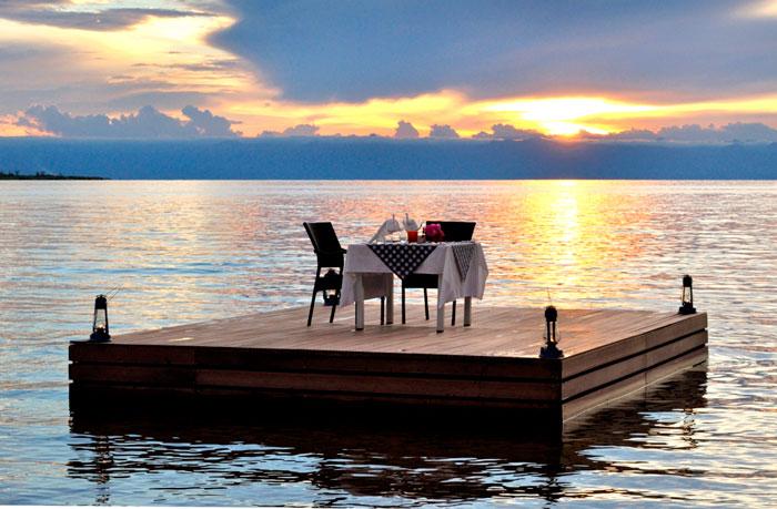 Romance-epitomized.-Pumulani-platform-dinner