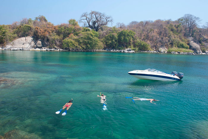 Snorkelling-in-the-crytal-clear-Lake-Malawi