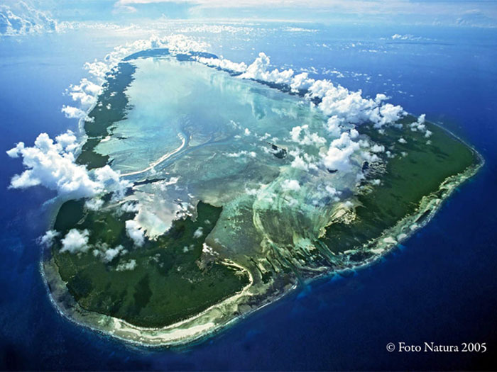 Aerial view of Aldabra ©SIF