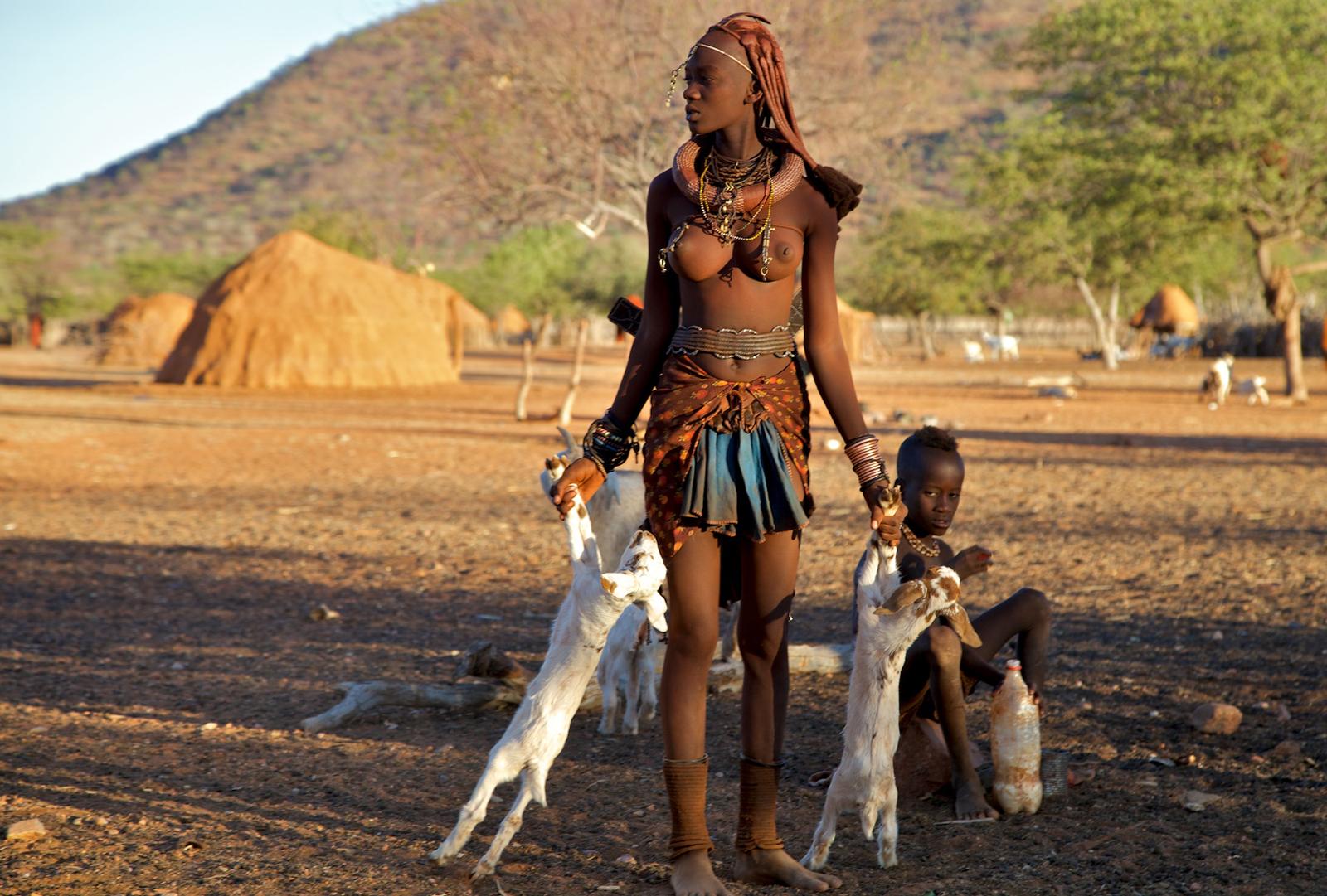 Himba-women-namibia-alegra-ally-7