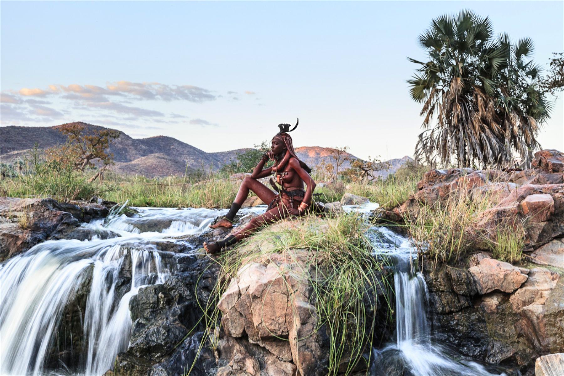 himba-woman-posing-namibia-alegra-ally