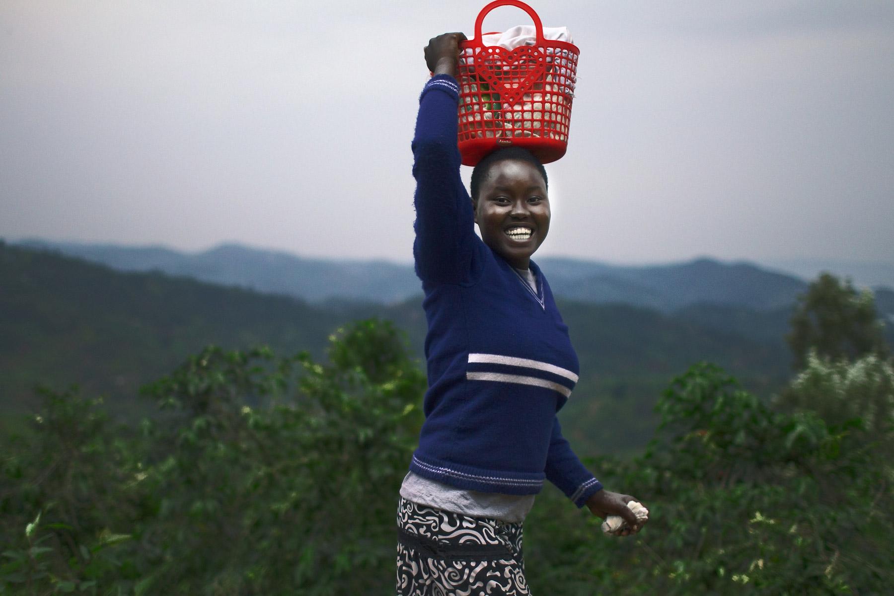 RWANDA_young_woman_big_smile