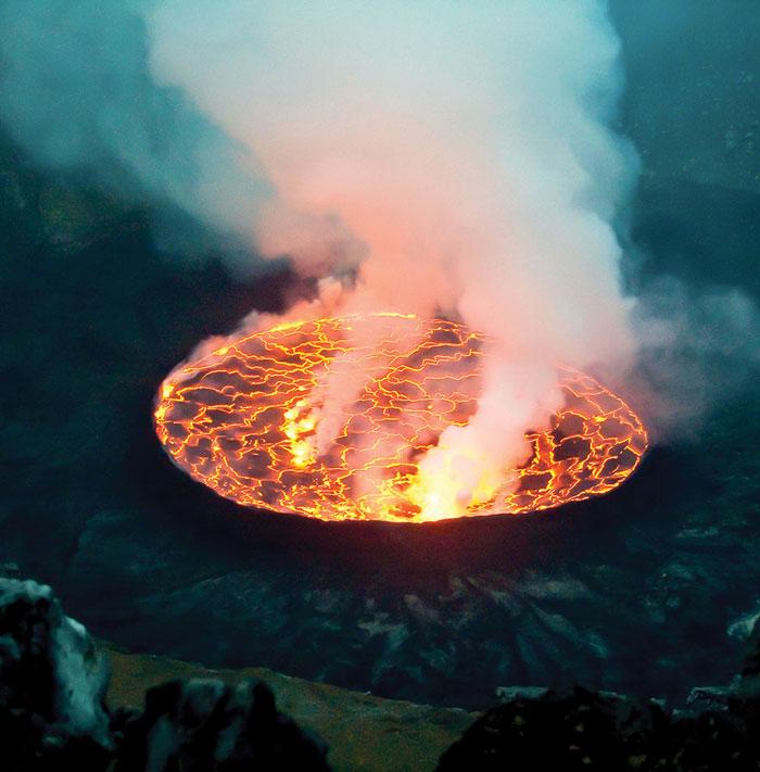 mount-Nyiragongo-lava