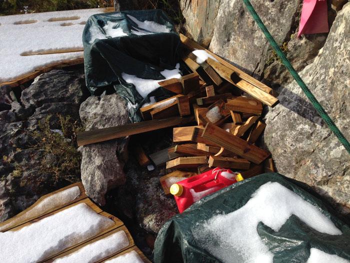 constructing-cape-canopy-tour-snow