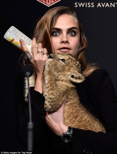 cara-delevingne-lion-cub-shoot