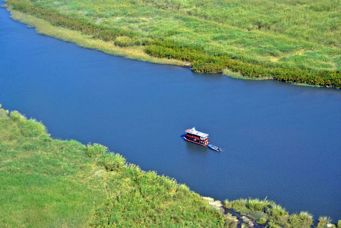 houseboat-okavango-delta
