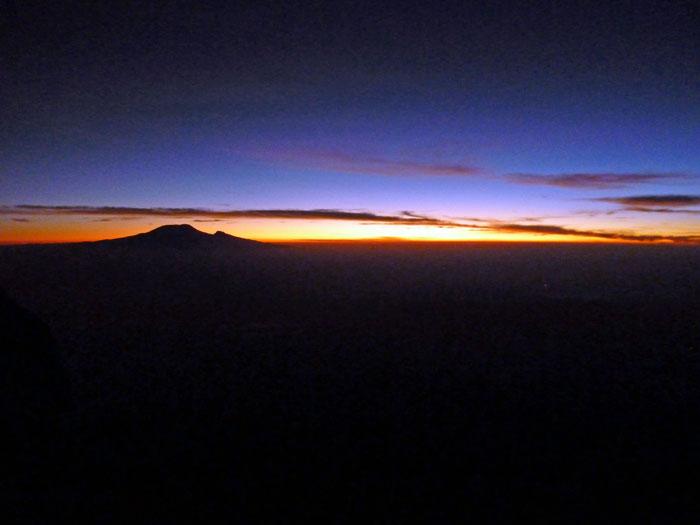 mt-meru-sunrise
