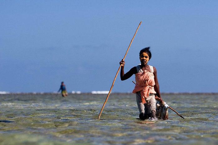 Fisherwoman madagascar