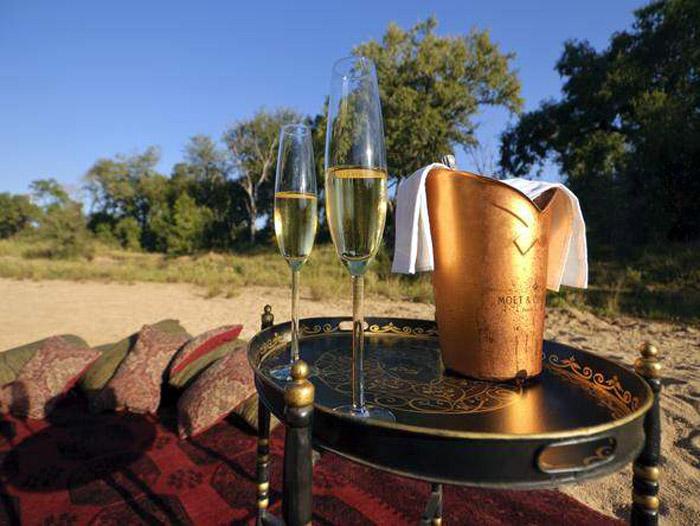 Dulini-champagne-alfresco
