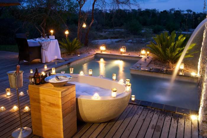 Granite-Suites-Bath-lanterns