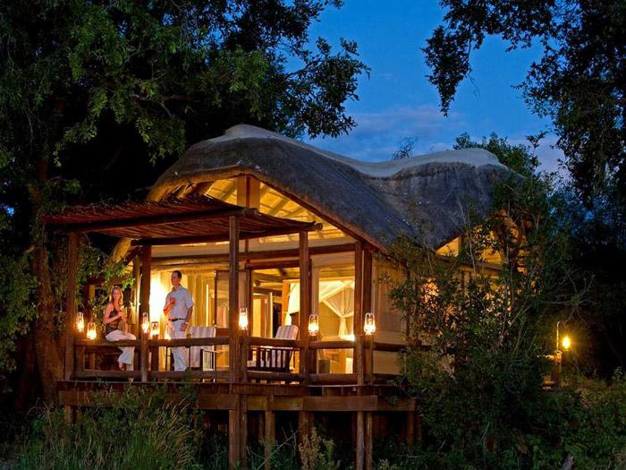 chiefs-camp-balcony-at-night