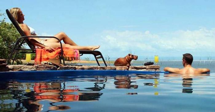 relaxing-at-Changa-pool