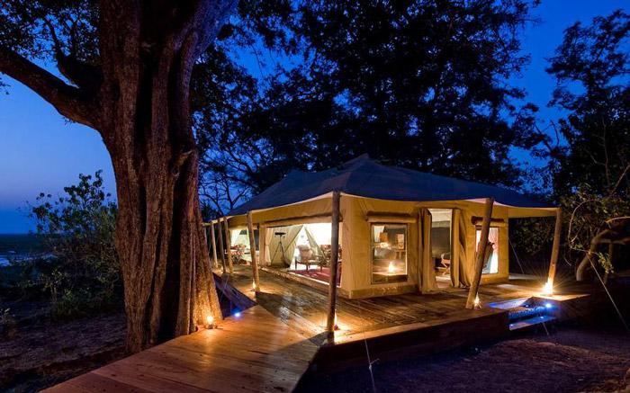 zarafa-camp-night