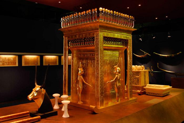 burial-chamber-king-tut