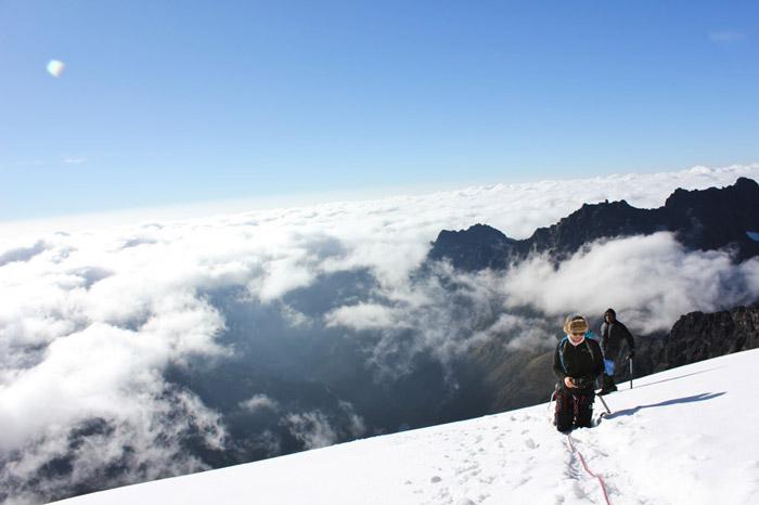 climbing-mountain-uganda