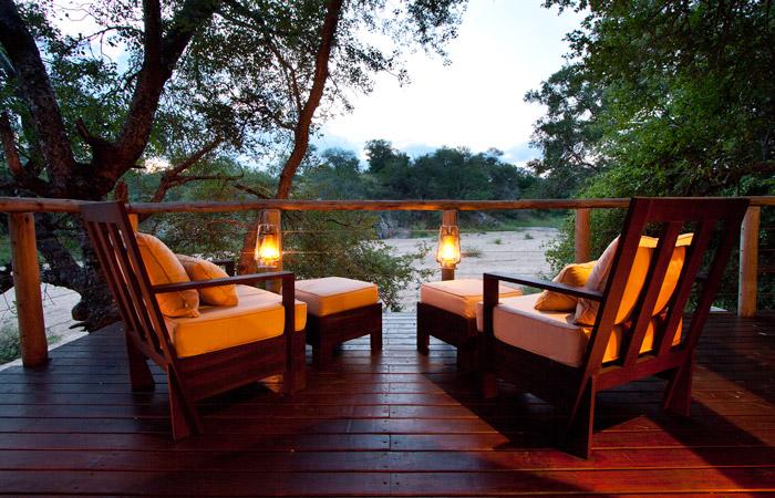 rhino-post-safari-lodge-bedroom-deck