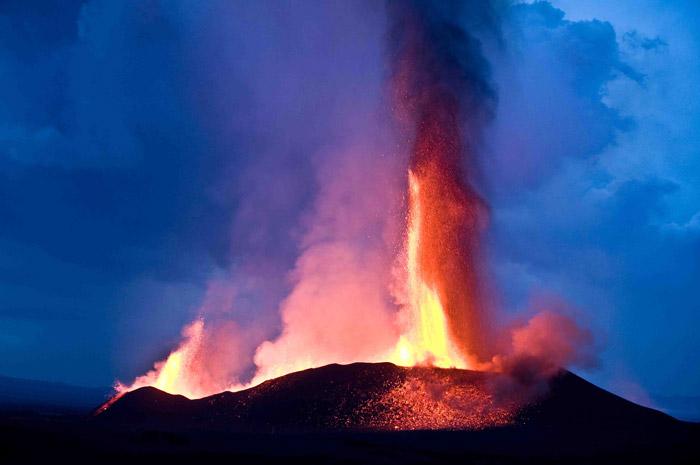 volcano-explodes