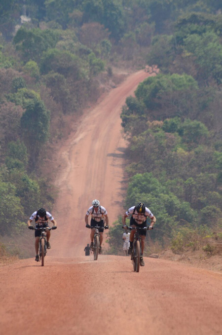 cyclists-heart-of-africa