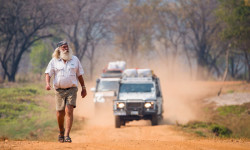 heart-of-africa-expedition-landies-and-kingsley-holgate-walking
