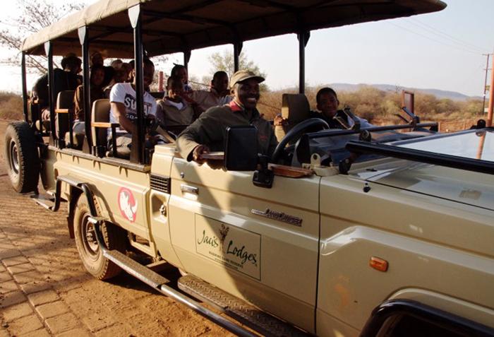 jacis-lodge-walkign-for-rhinos