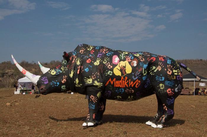 rhino-statue