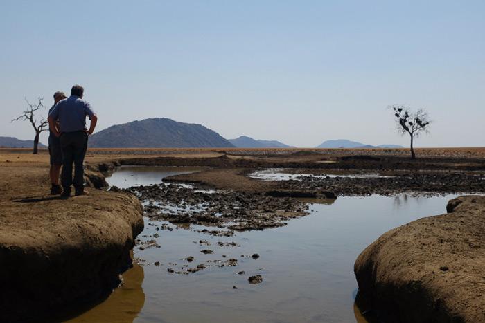 drought-at-waterhole-in-madikwe