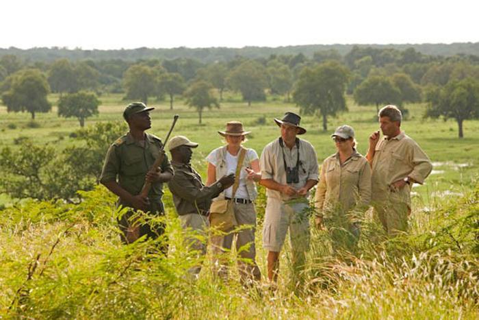 Chichele walking safari ©Sanctuary Retreats