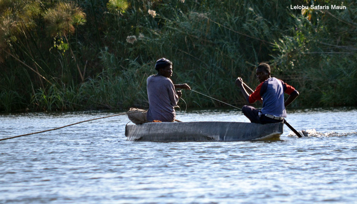 rowing-down-the-river-botswana