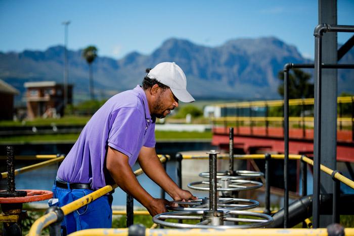 Process controller Marcel Cornelissen at Drakenstein Wastewater Treatment Works ©Kobus Tollig