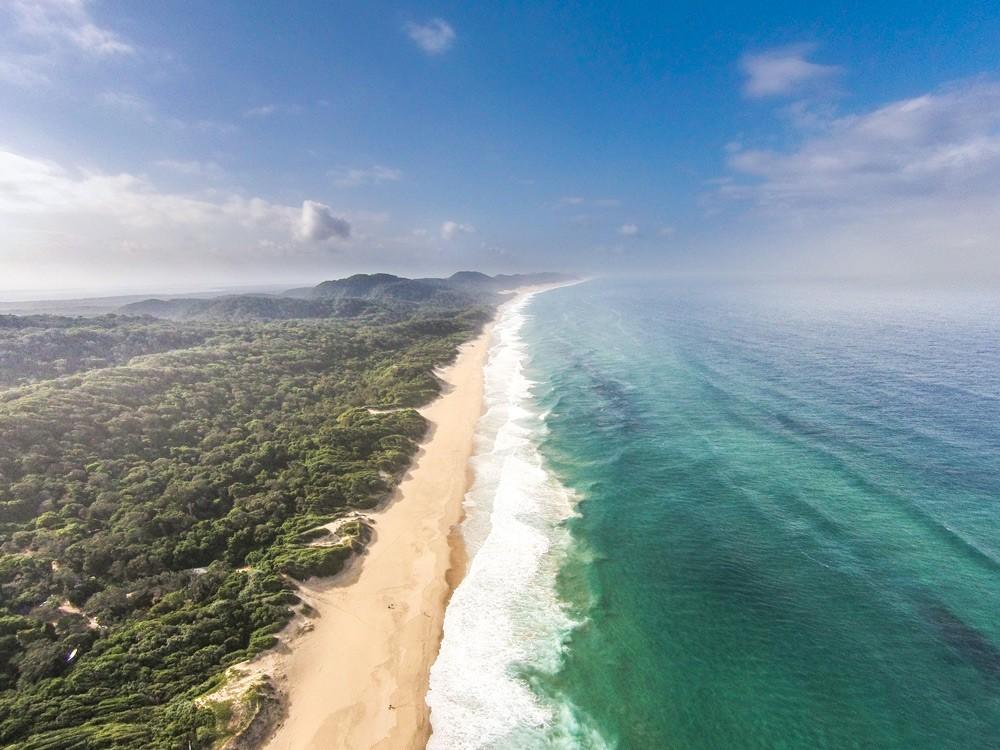 Surrender to the beautiful coastline of KwaZulu-Natal ©Paul Changuion, Makakatana Bay Lodge