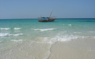 zanzibar-dhow-and-beach