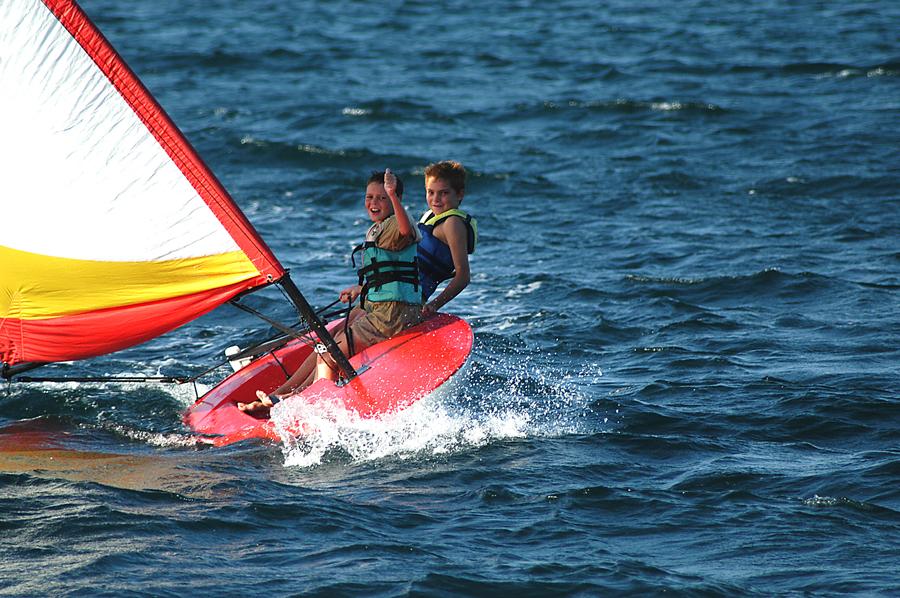 boys-sailing-manda-bay