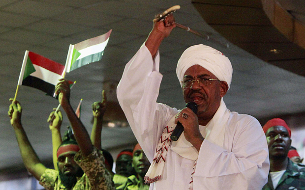 Sudanese President Omar al-Bashir addresses supporters during a rally at the ruling National Congress Party (NCP) headquarters in Khartoum ©REUTERS/Mohamed Nureldin Abdallah