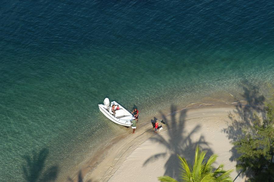 pilipili-on-manda-bay-beach