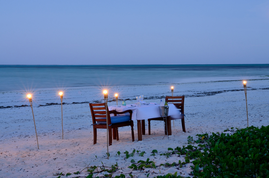 romantic-beach-dinner-kisiwa-on-the-beach