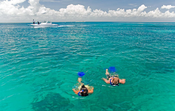 Medjumbe-Snorkelling-on-the-reefs
