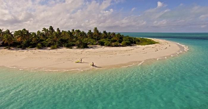 Kayaks-on-the-beach