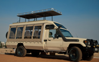 safari-vehicle