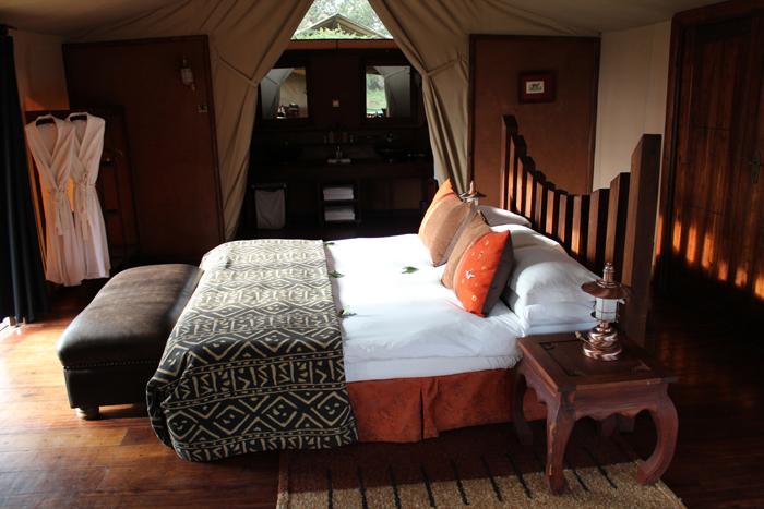 Serengeti-Migration-Camp-bed