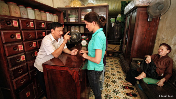 Traditional Medicine Doctor meeting with Bonné de Bod while on location in Hanoi. © Susan Scott for STROOP