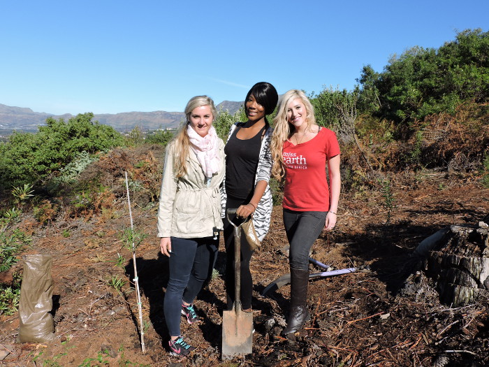 miss-earth-tree-planting