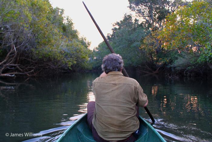 canoe-luwombwa-river-kasanka