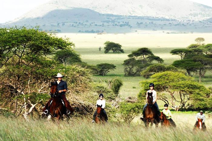 Chyulu-hills-horseback-riding