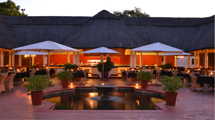 Victoria-Falls-Hotel-Dining-Area