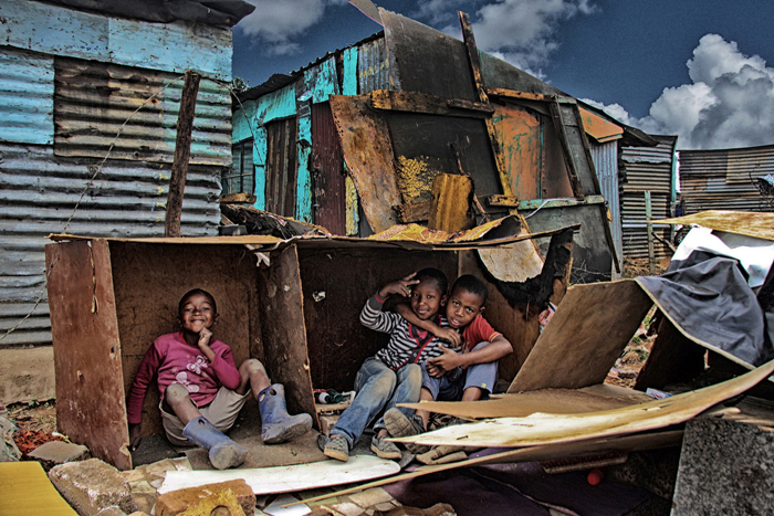 op-children-create-makeshift-house-in-motsoaledi-informal-settlement-ilan-ossendryver-africa-geographic-photographer-year-2016