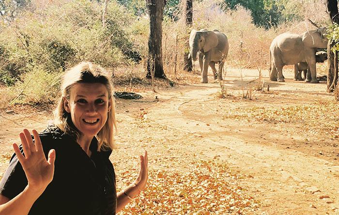 Mindy-Kapani-elephant-selfie