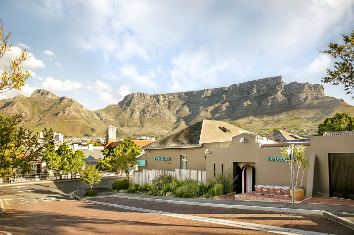 The-Backpack-hostel-flanked-by-Table-Mountain