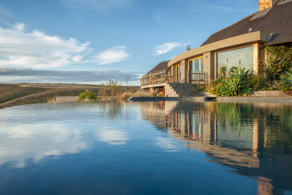 kwena-lodge-swimming-pool
