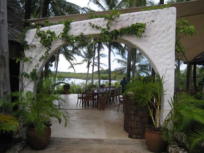 Pili-Pan-Restaurant-with-view-of-Creek-in-watamu