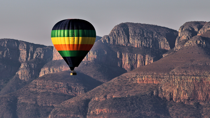 Ballooning over Blyde River Canyon ©Wynand Uys